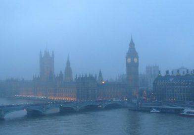 """66 lat temu Londyn spowiła """"mgła"""". Zmarło 12 tysięcy ludzi."""